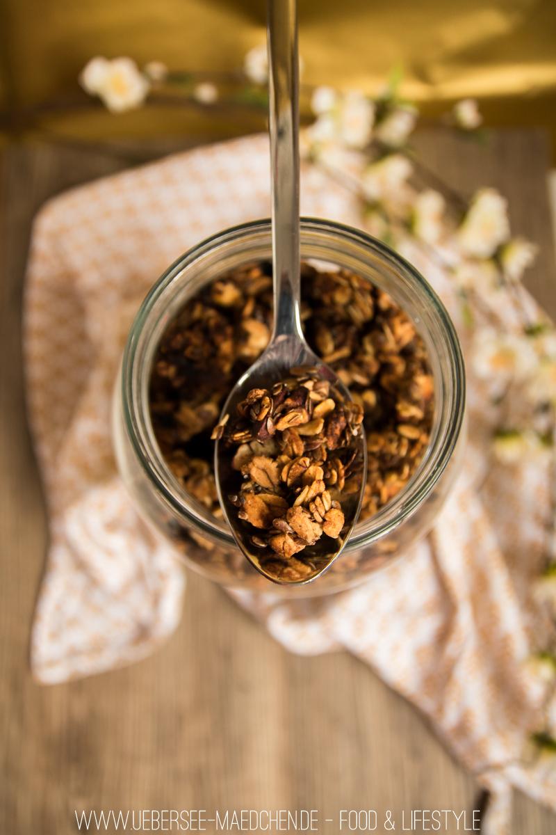 Rezept für Frühstück mit Müsli gesund aus Haferflocken und Bananen Bananen-Granola vom ÜberSee-Mädchen, der Foodblog vom Bodensee Überlingen
