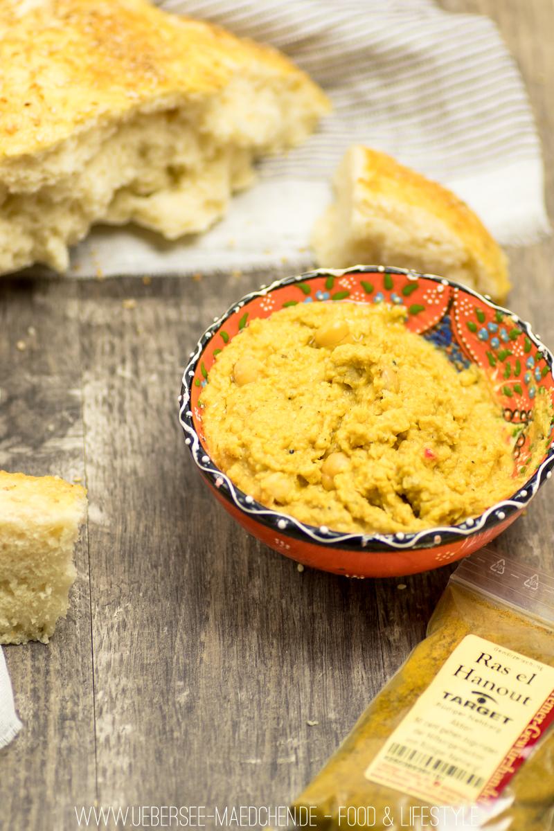 Rezept für Hummus mit Fladenbrot schön orientalisch mit Ras el-Hanout