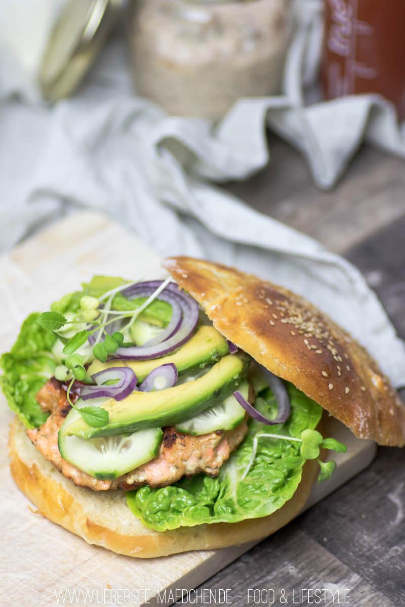 Lachsburger mit Lachs-Patty Avocado und selbstgemachtem Brötchen Rezept von ÜberSee-Mädchen Foodblog vom Bodensee Überlingen