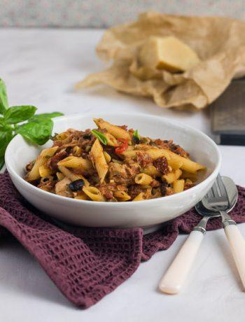 Thunfisch-Pasta nach Jamie Oliver puttanesca mit Tomaten Oliven Rezept von ÜberSee-Mädchen Foodblog vom Bodensee