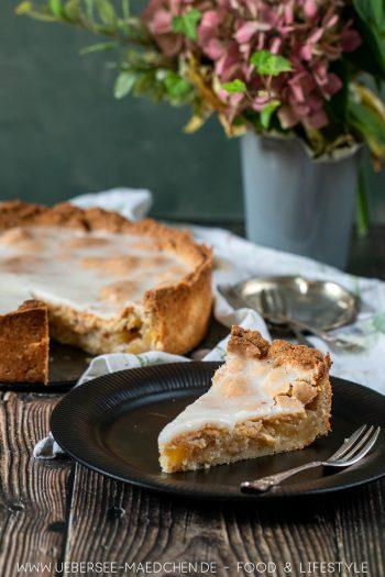 Ein Stück gedeckter Apfelkuchen mit Zuckerguss Rezept von ÜberSee-Mädchen Foodblog vom Bodensee