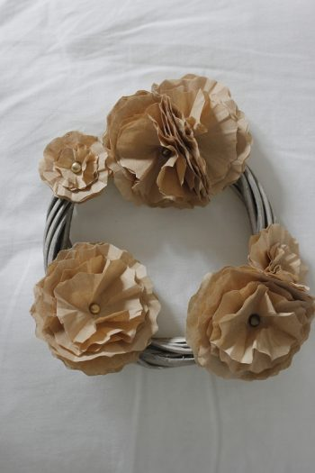 DIY für Blumen aus Kaffeefiltern