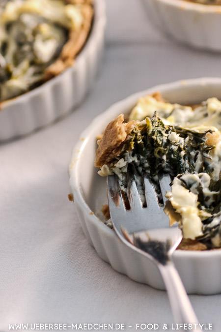 Eine Gabel Spinat-Tartelettes Rezept von ÜberSee-Mädchen Foodblog vom Bodensee