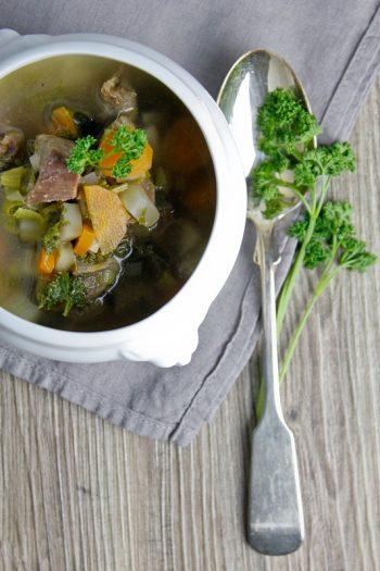 Gemüsesuppe mit Rindfleischeinlage