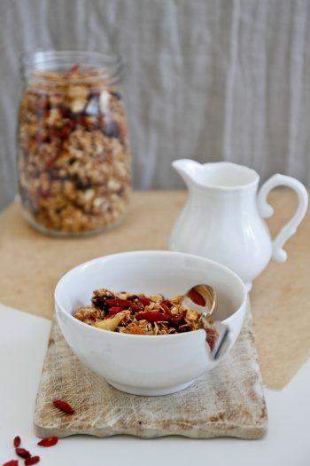 Granola selbstgemacht mit Apfel-Nuss