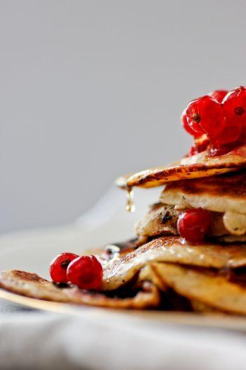 Johannisbeer-Pancakes zum Frühstück