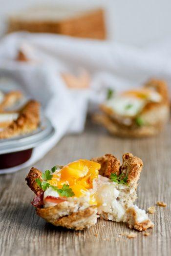 Frühstückmuffins Toastbrot in Muffinform mit Ei