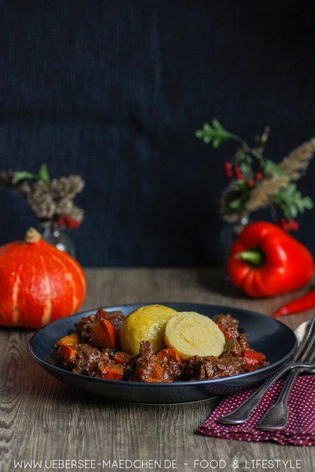 Gulasch mit Kürbis, Guiness-Sauce und Kartoffelknödeln dazu: Rezept von ÜberSee-Mädchen Foodblog vom Bodensee