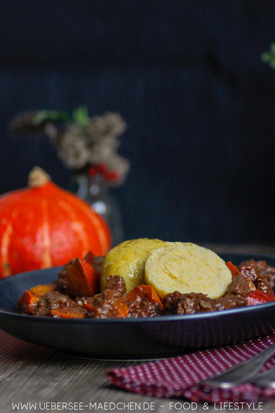 Kürbis-Gulasch mit Kartoffelknödeln Rezept von ÜberSee-Mädchen Foodblog vom Bodensee