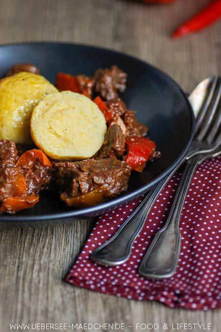 Gulasch mit Rindfleisch Kürbis Guiness und dazu Kartoffelknödel Rezept von ÜberSee-Mädchen Foodblog vom Bodensee