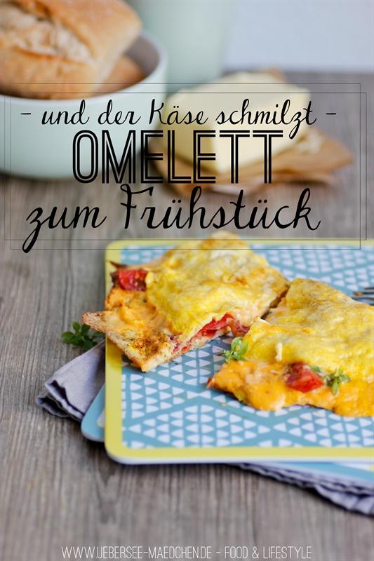 Omelette mit schmelzendem Käse zum Frühstück
