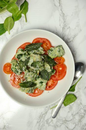 Rezept für vegetarische Spinat-Ricotta-Gnocchi mit Salbeibutter
