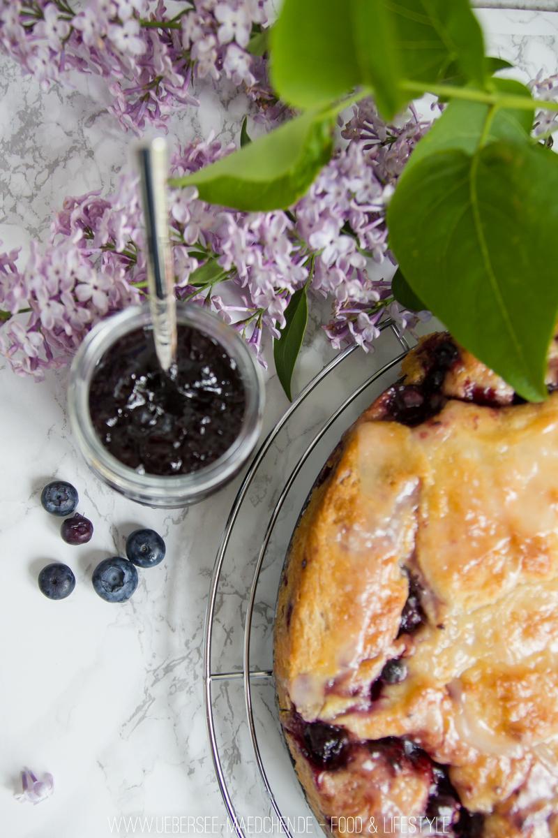 Hefeschnecken-Kuchen mit Blaubeeren
