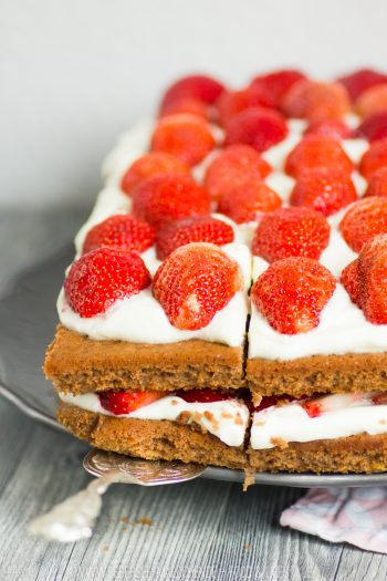 Rezept für Erdbeer-Brownie-Torte