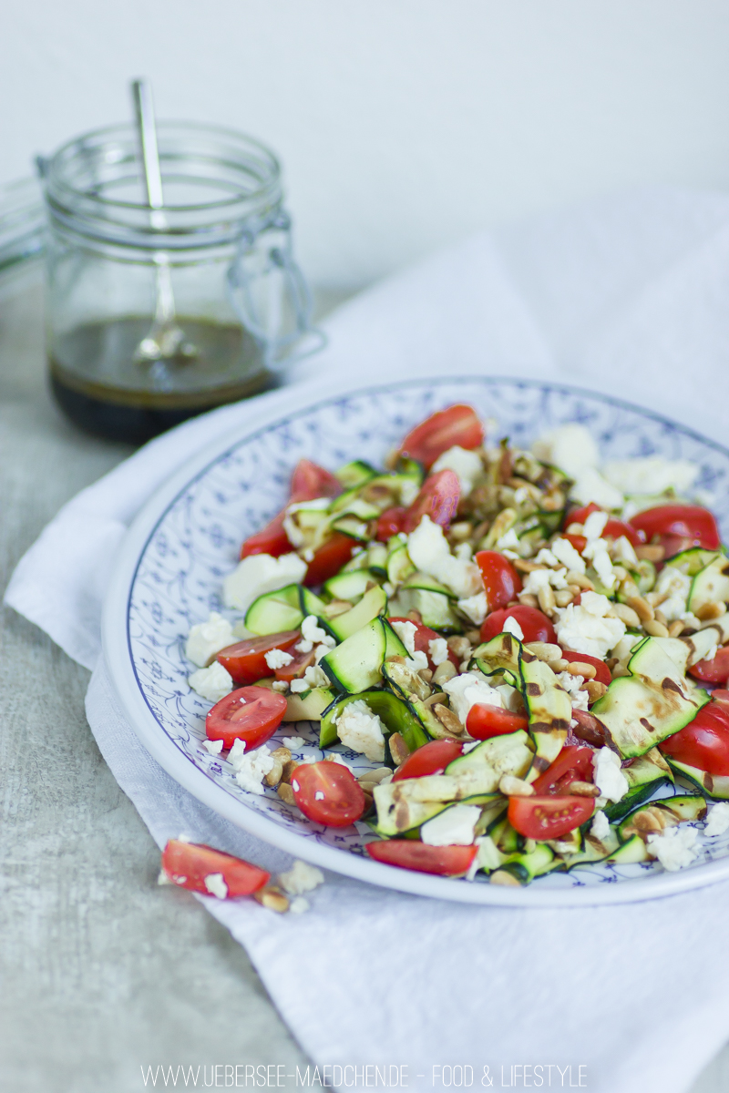 Zucchini-Salat zum Grillen
