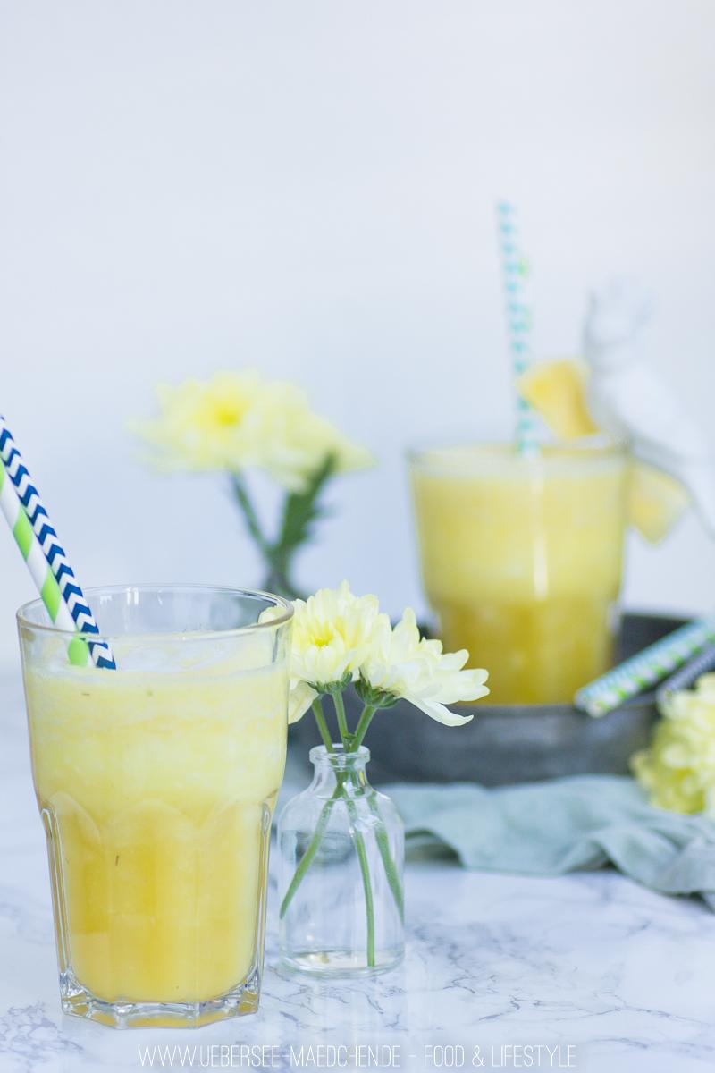Sommerlicher alkholfreier Ananas-Kokos-Drink