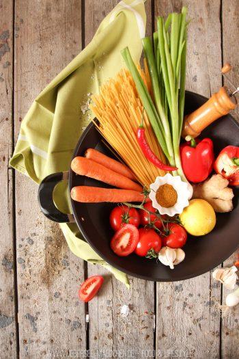 Rezept für asiatische One-Pot-Pasta mit Gemüse