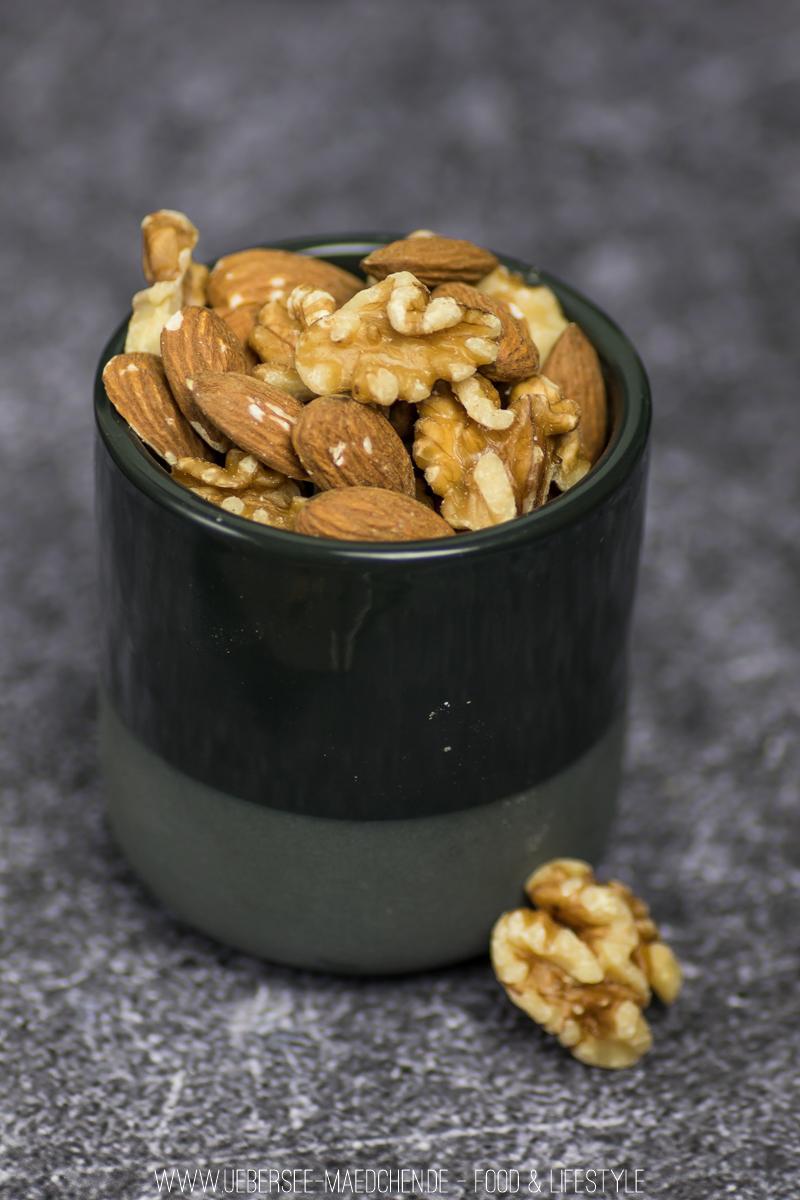 Zutaten für Nusskugeln Rezept mit Datteln und Nüssen