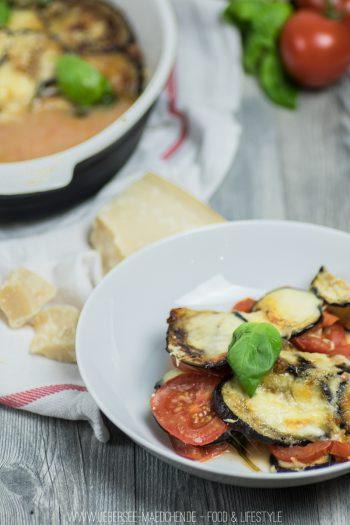 Tomaten-Auberginen-Auflauf als leichtes Low-Carb Abendessen aus dem Backofen