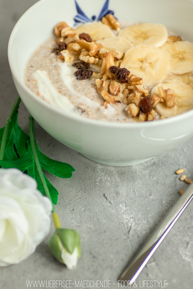 Körnermüsli wie Bircher Müsli oder Overnight Oats mit geschrotetem Korn Banane Joghurt Nuss Rezept vom ÜberSee-Mädchen Foodblog vom Bodensee Überlingen