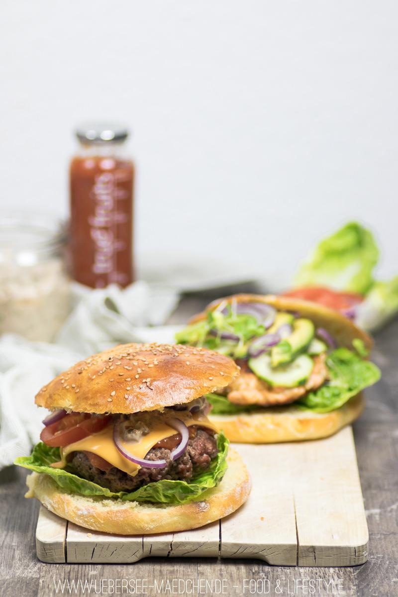 Klassischer Cheeseburger mit Hackfleisch-Patty, selbstgemachtem Brötchen und Sauce Rezept von ÜberSee-Mädchen Foodblog vom Bodensee Überlingen