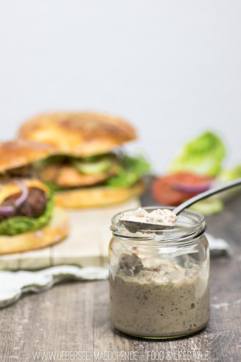 Klassischer Cheeseburger mit Hackfleisch-Patty, selbstgemachtem Brötchen und Burgersauce Rezept von ÜberSee-Mädchen Foodblog vom Bodensee Überlingen