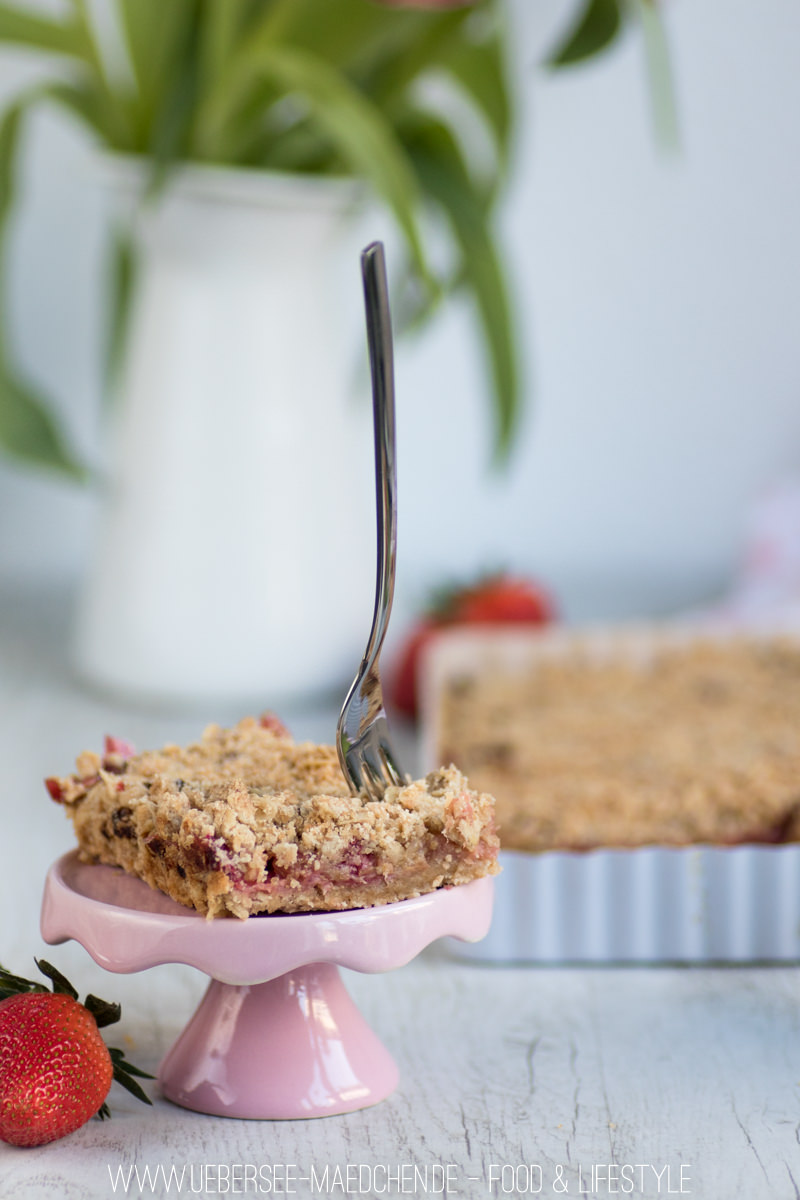 Rezept für Rhabarber-Blechkuchen mit Erdbeeren ein Teig zwei Schichten von ÜberSee-Mädchen Foodblog vom Bodensee Überlingen
