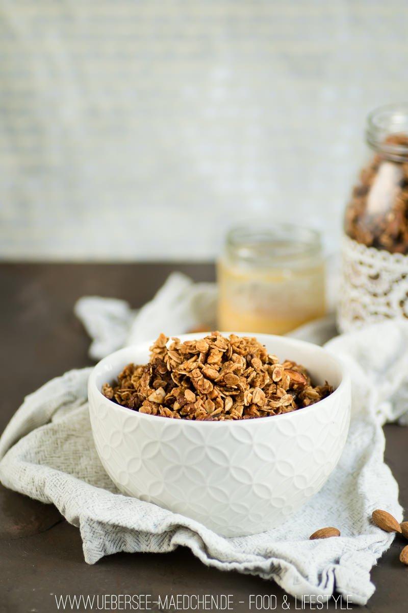 Mandel-Granola Rezept für gesundes Müsli von ÜberSee-Mädchen Foodblog vom Bodensee Überlingen