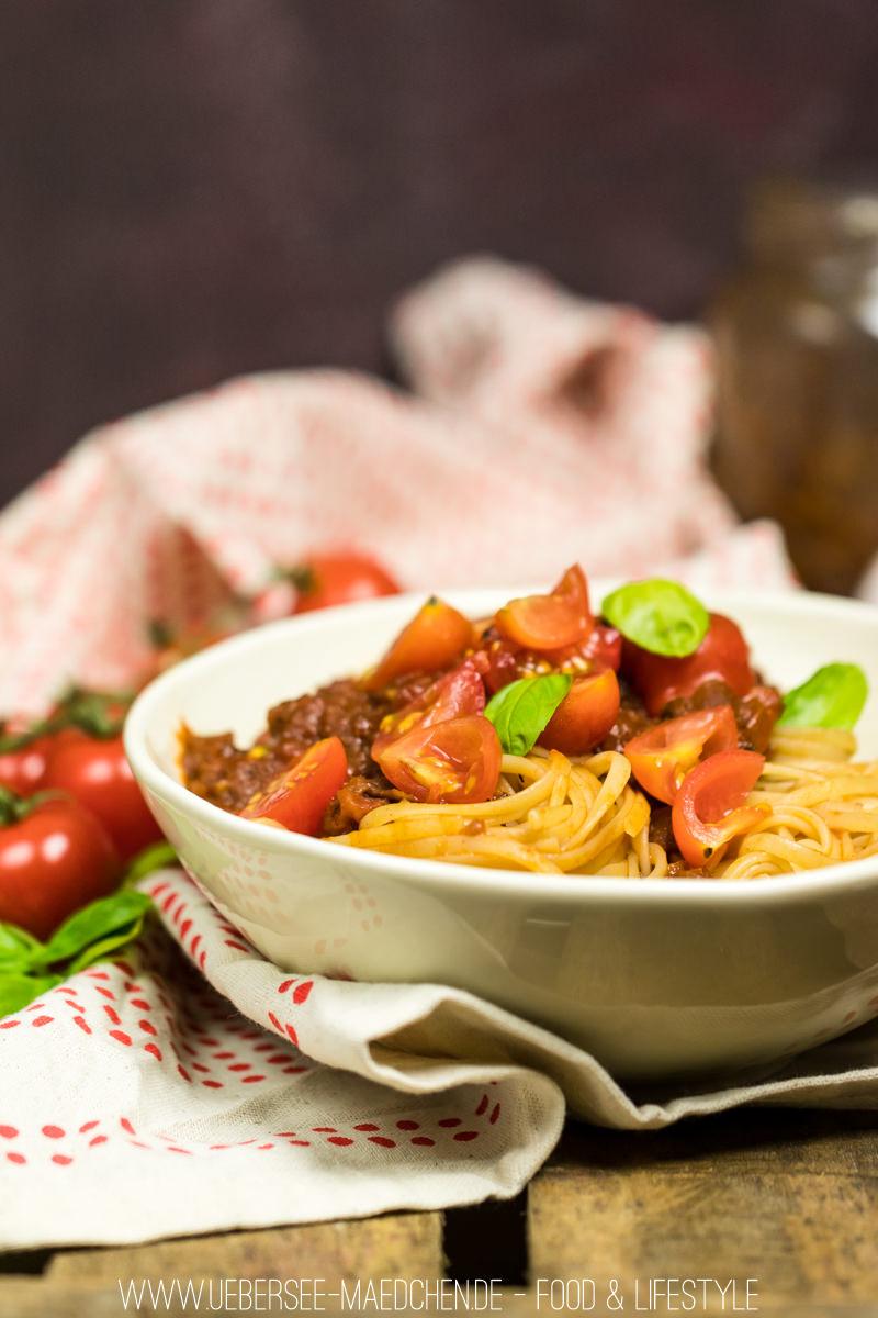 Pasta mit der liebsten Tomatensauce mit Pesto frischen Tomaten Rotwein und Basilikum Rezept von ÜberSee-Mädchen Foodblog vom Bodensee Überlingen