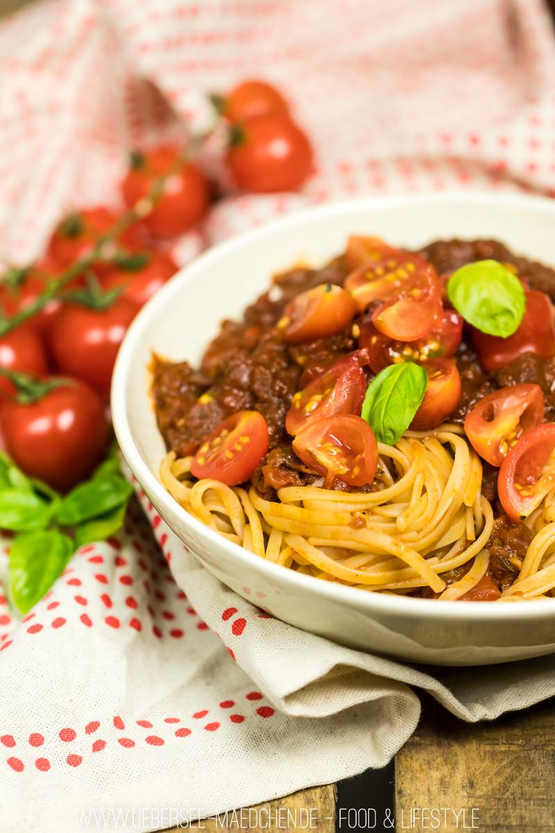 Rezept für Pasta mit der liebsten Tomatensauce mit Pesto frischen Tomaten Rotwein und Basilikum von ÜberSee-Mädchen Foodblog vom Bodensee Überlingen