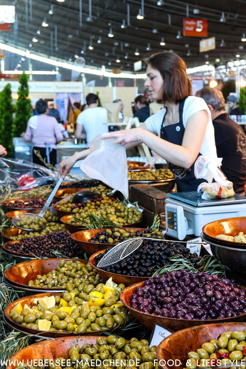 Oliven und mediterrane Spezialitäten bei der Slow-Food-Messe in Stuttgart von ÜberSee-Mädchen Foodblog vom Bodensee Überlingen