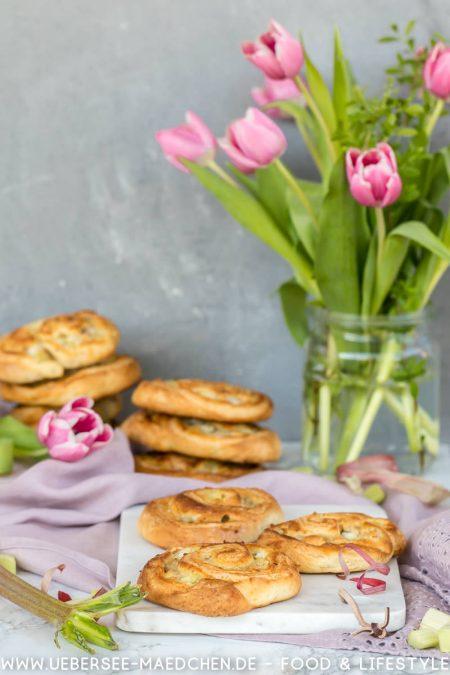 Hefeschnecken mit Marzipan Rhabarber Rezept von ÜberSee-Mädchen Foodblog vom Bodensee Überlingen
