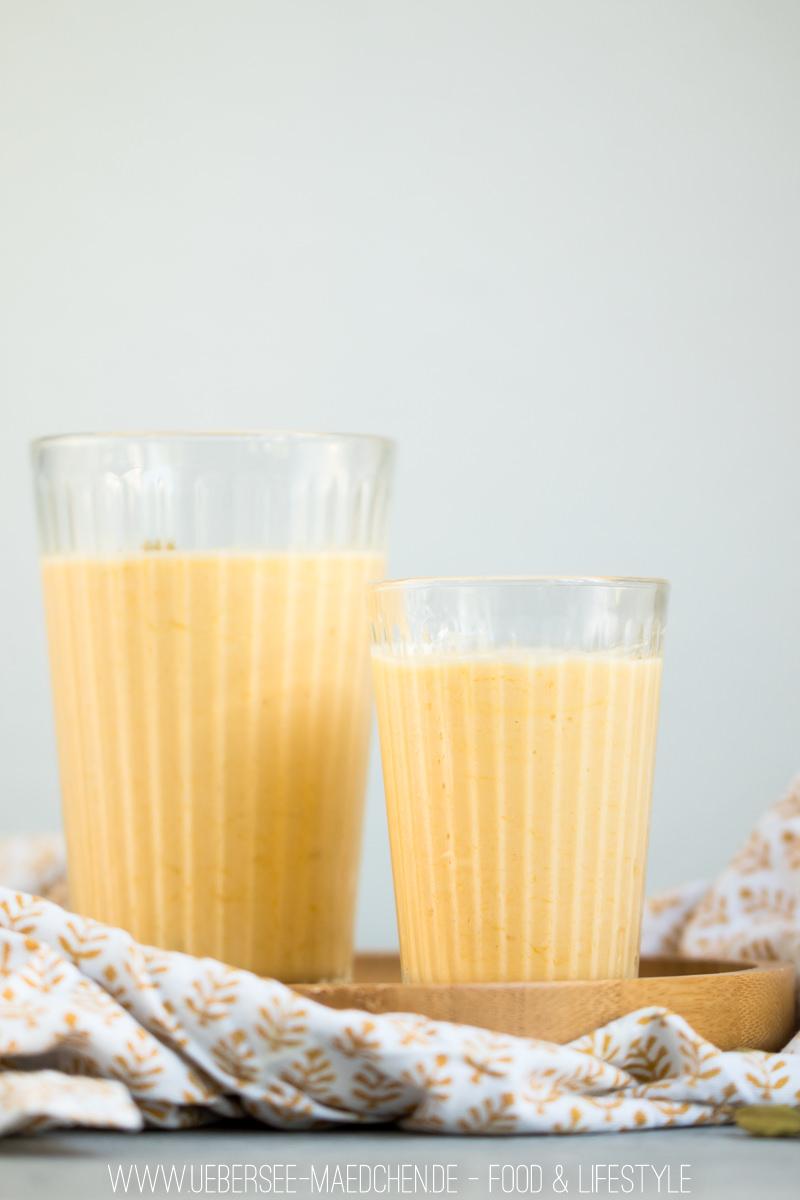 Mango-Lassi indisches Joghurtgetränk mit Kardamom in einem Glas einfach selbst machen Rezept von ÜberSee-Mädchen Foodblog vom Bodensee Überlingen