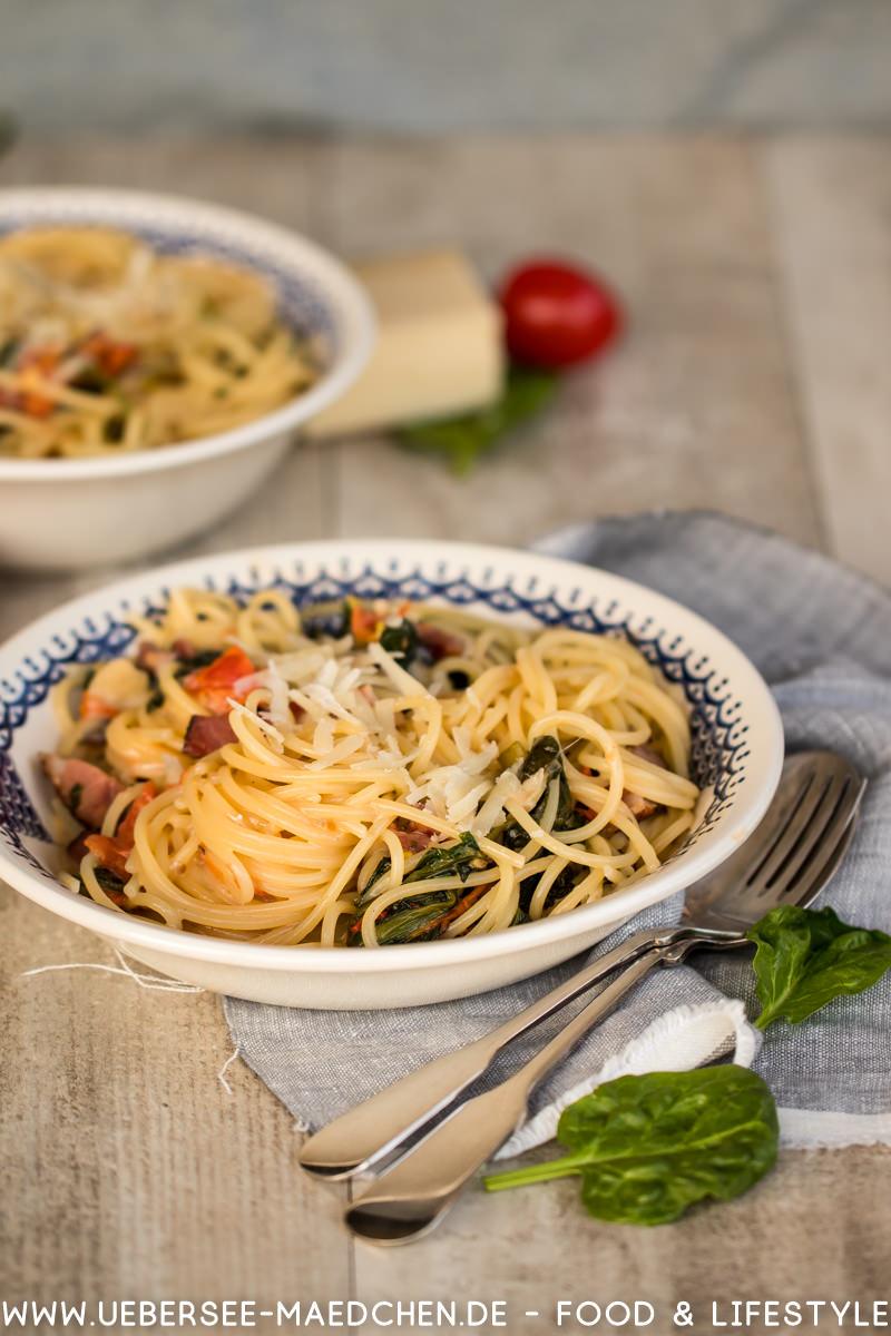 Spaghetti mit Tomaten Spinat Pancetta Sauce Rezept von Steffen Henssler genannt alla Don Hensslerino