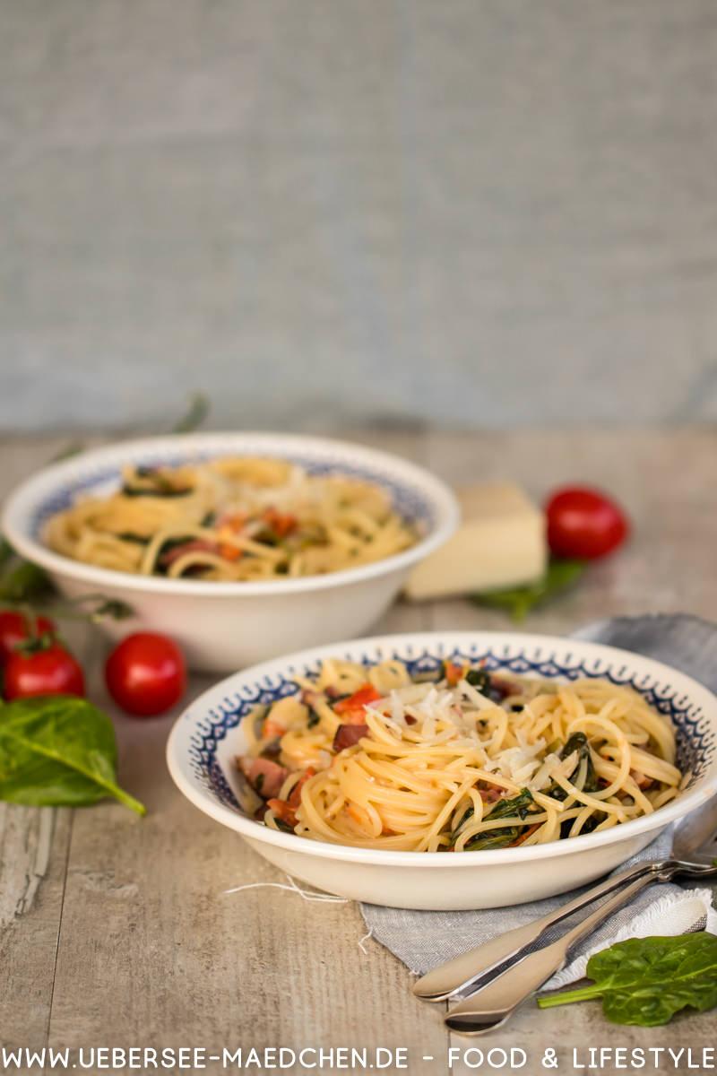 Pasta Spaghetti alla Don Hensslerissino Rezept mit Spaghetti Pancetta Spinat Tomaten Sahne von ÜberSee-Mädchen Foodblog vom Bodensee Überlingen