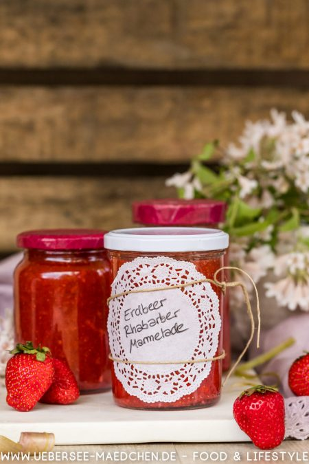 Erdbeer-Rhabarber-Aufstrich super fruchtig selbstgemacht Rezept von ÜberSee-Mädchen Foodblog vom Bodensee Überlingen