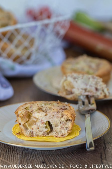 Rhabarber-Friands Eiweiß-Resteverwertung saftiger Sandkuchen in Muffinform Rezept von ÜberSee-Mädchen Foodblog vom Bodensee Überlingen