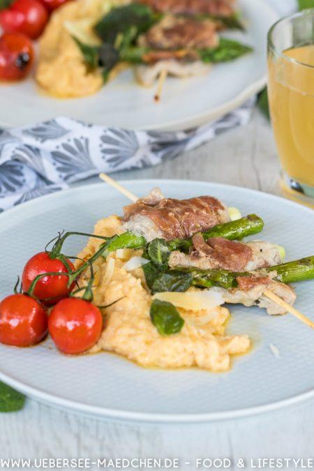 Rezept für Saltimbocca mit Spargel am Spieß, dazu Rispentomaten und Polenta von ÜberSee-Mädchen der Foodblog vom Bodensee Überlingen