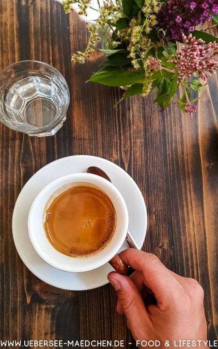 Ein Kaffee im Solid Ground Überlingen-Guide von einer Einheimischen mit Tipps Restaurants Sehenswürdigkeiten von ÜberSee-Mädchen Foodblog vom Bodensee