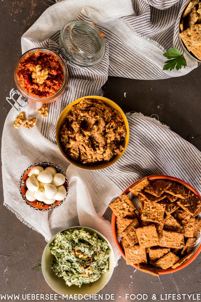 Sommer Snack Aufstrich Muhammara Spinat-Feta-Dill Auberginen-Hummus und Bohnen-Artischocke-Chorizo mit Keksen Dr. Karg's Rezept von ÜberSee-Mädchen Foodblog vom Bodensee Überlingen