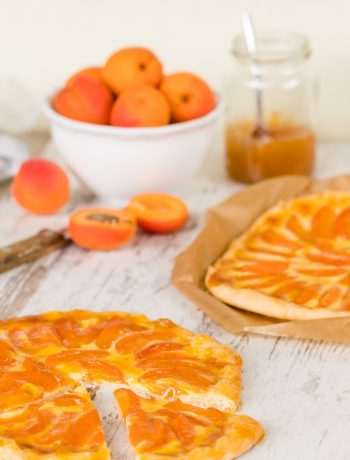 Aprikosentarte Rezept mit Mürbeteig Creme fraiche Konfitüre nach Nicole Stich Reisehunger