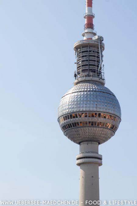 Berlin Alexanderplatz Fernsehturm vom Park Inn sehen von ÜberSee-Mädchen Foodblog vom Bodensee