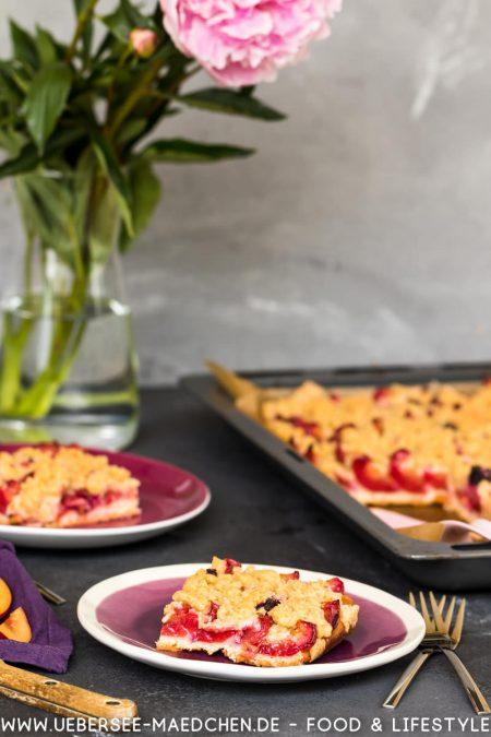 Pflaumendatschi Zwetschgendatschi Blechkuchen mit Hefeteig Frucht und Streusel Rezept von ÜberSee-Mädchen Foodblog vom Bodensee Überlingen