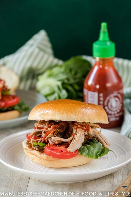 Pulled Pork Burger schnell selbst gemacht mit Sriracha-Sauce Rezept von ÜberSee-Mädchen Foodblog vom Bodensee Überlingen