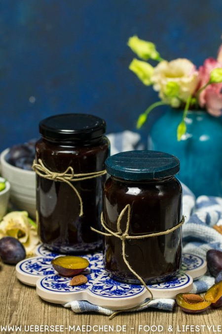 Zwei Gläser Zwetschgenmus ganz einfach aus dem Ofen Rezept von ÜberSee-Mädchen Foodblog vom Bodensee Überlingen