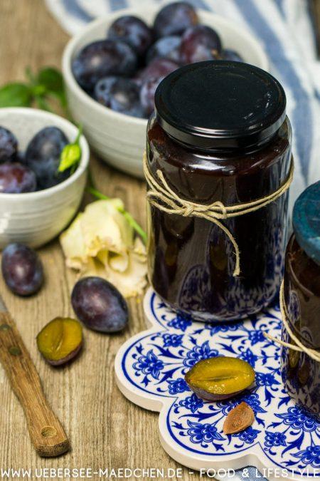 Ein Glas Zwetschgenmus ganz einfach aus dem Ofen Rezept von ÜberSee-Mädchen Foodblog vom Bodensee Überlingen
