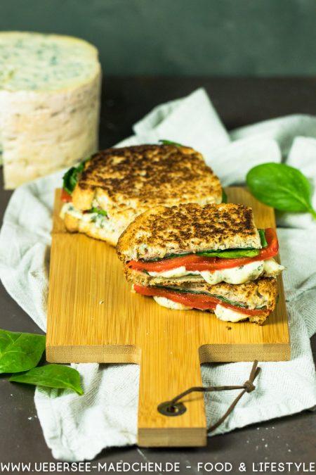 Blauschimmelkäse Fourme d'Ambert Sandwich gegrillte Paprika Schinken Spinat Rezept von ÜberSee-Mädchen Foodblog vom Bodensee Überlingen