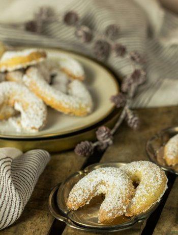 Vanillekipferl auf einem Plätzchenteller Rezept von ÜberSee-Mädchen der Foodblog vom Bodensee Überlingen