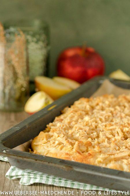 Butterkuchen vom Blech mit Apfel Zimt Mandeln Blechkuchen Rezept von ÜberSee-Mädchen Foodblog vom Bodensee Überlingen