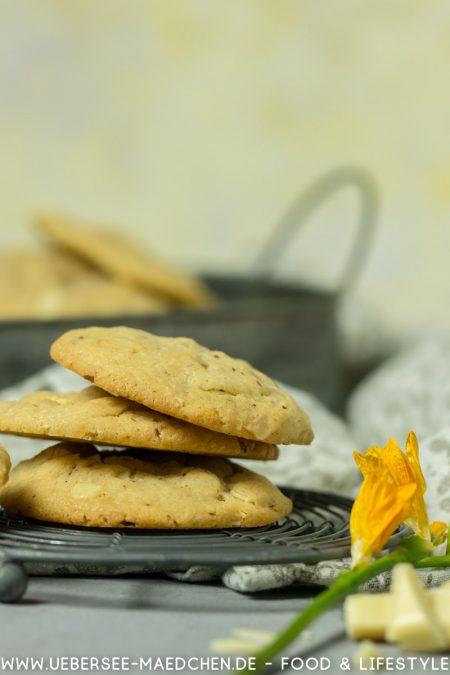 Cookies gestapelt hell mit weißer Schokolade und Mandeln Rezept von ÜberseeMädchen